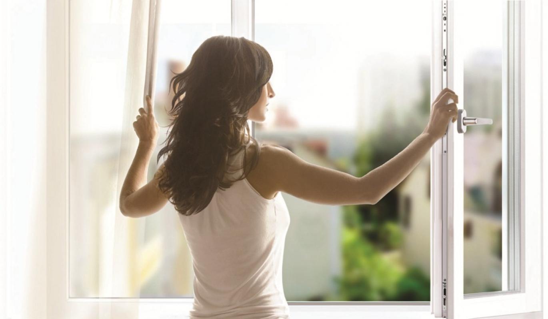 фотографии люди на фоне окна ждут удачный