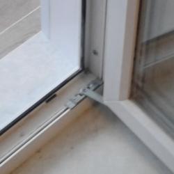 сбалконная дверь с ограничителем